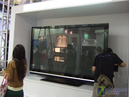 三星展出102英寸超大等离子电视