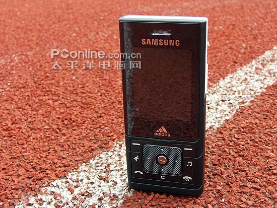 阿迪达斯版三星运动滑盖手机F110欣赏(3)