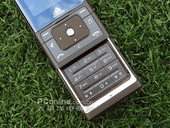 阿迪达斯版三星运动滑盖手机F110欣赏(2)