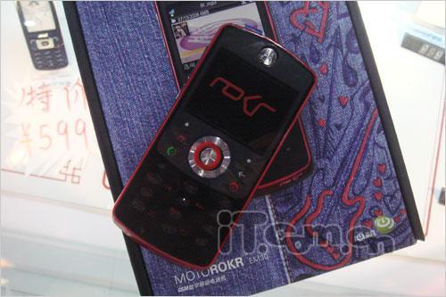 个性十足摩托罗拉音乐手机EM30上市