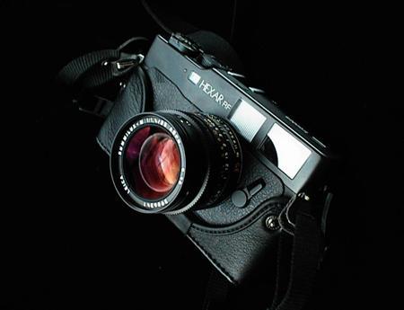 科技数码 数码相机 > 正文    巧思使用了金属塑料的混合结构,镜筒