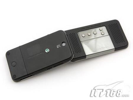 首部电台手机索爱翻盖R306将国内上市