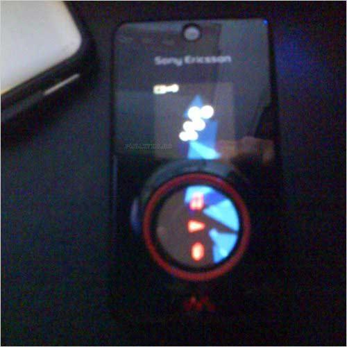 三屏音乐机红色版索尼爱立信W707惊现