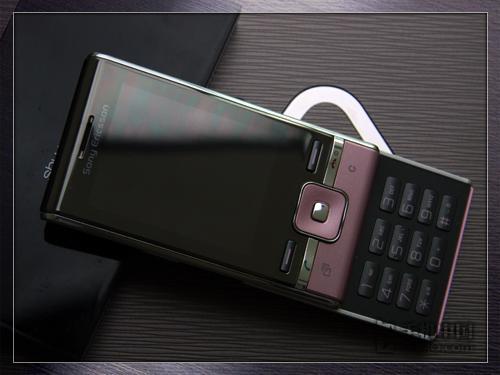 玩转开心网 3G索尼爱立信T715率先到货