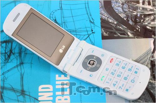 甜美倾心冰淇淋手机二代LGGD310评测
