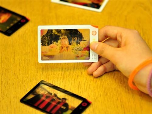 薄如纸张的一次成像概念款卡片相机