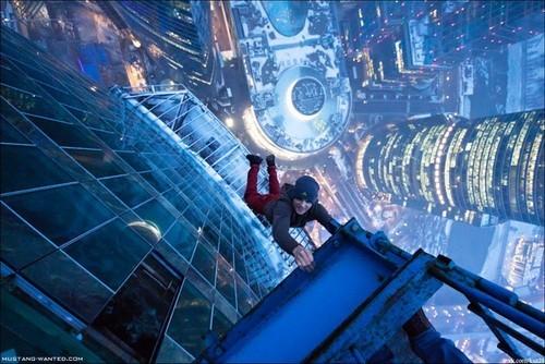 爱好极限运动爬高楼的人,靠直播能赚多少钱?图片