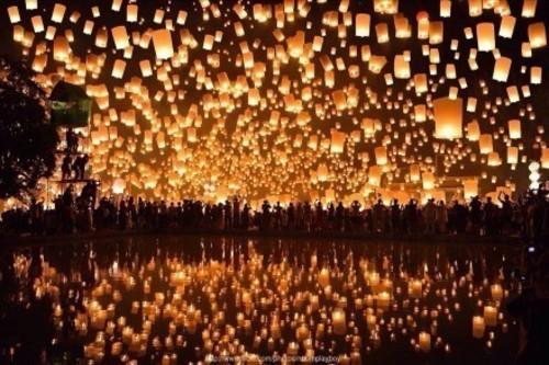 ps:国内很难看到如此盛大的孔明灯放飞仪式,上面的照片有些是国家