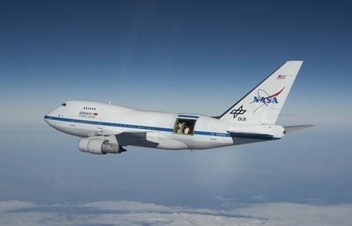 两客机万米高空飚飞机