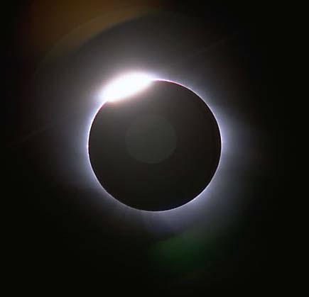 科技时代_图文:1998年2月26日阿鲁巴岛拍摄到的日全食