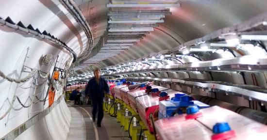 本周全世界陷入一片争论,原因是一组科学家宣称他们探测到从CERN设备发出的中微子束的运行速度似乎超越了光速