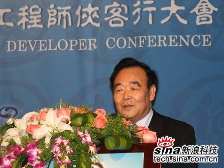 科技时代_图文:中国软件行业协会副理事长胡��山致辞
