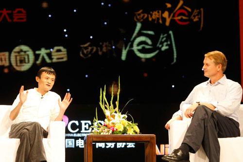 eBay总裁约翰-多纳霍和马云互动