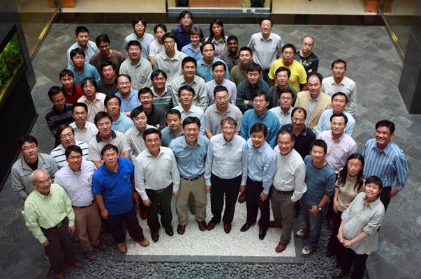 2007年,比尔・盖茨访问微软亚洲研究院。
