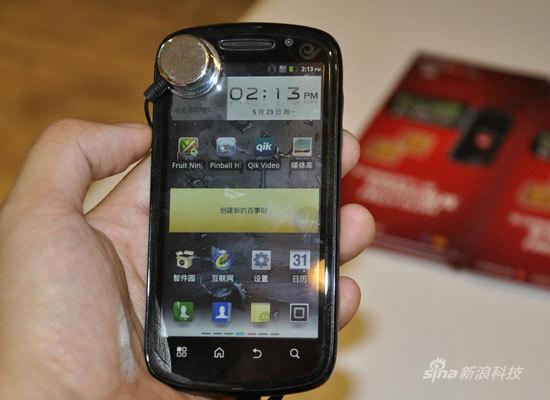 摩托罗拉双网双待手机XT882