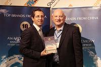 海尔美洲营销副总裁Richard Block接受领奖