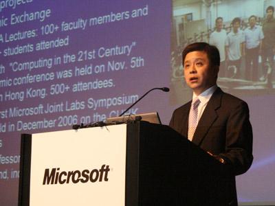 洪小文在论坛开始前演讲
