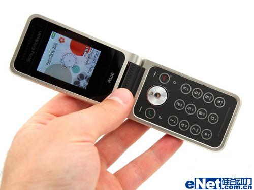 精美收音手机索尼爱立信翻盖R306图赏(5)