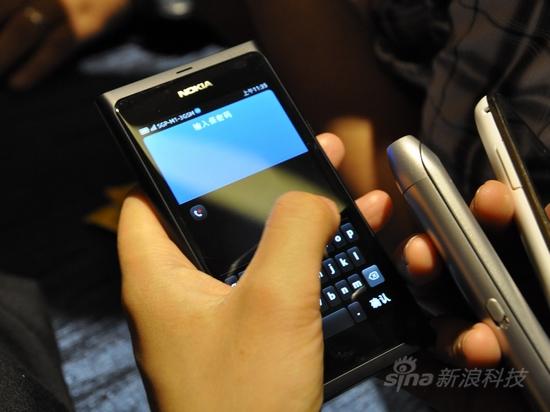 全新MeeGo系统诺基亚N9首发评测