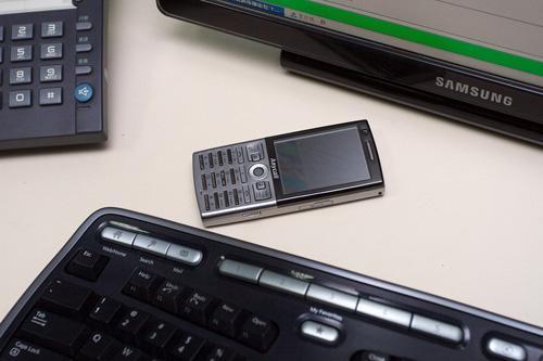 时尚镜面三星GSM/TD双模手机L288图赏