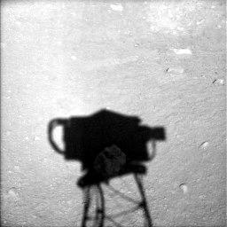 凤凰号迄今最有趣火星照片:拍到不明白色物体