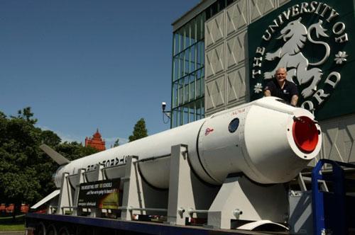 英国专家自制太空火箭3分钟可爬升3.7万米(图)