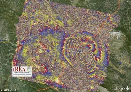 卫星图片揭示意大利地震地面移动过程(图)