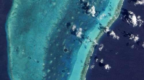 英媒公布4月地球卫星照片:拍到飞机尾迹(图)(3)