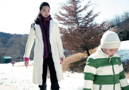 图为:王艳和儿子