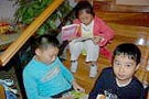 家庭派对上轻松阅读