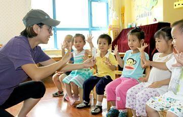"""幼儿园保教主任王老师介绍,""""我们根据观察和研究发现,孩子什么时候"""