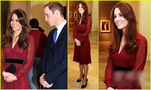 枣红色长袖连衣裙