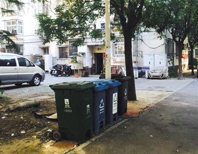 万红宇在大兴住处楼下的垃圾桶。事发时她将婴儿扔到这里。