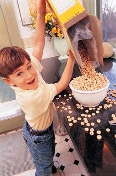 幼儿在家吃饭慢怎么办(图)