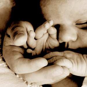 宝宝睡觉时手指抽动不是病