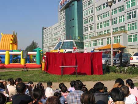 图:木偶表演现场