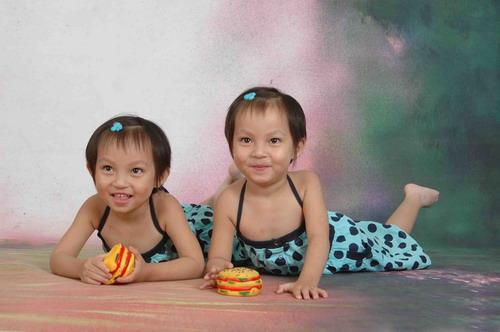 双胞胎小美女; 动感宝贝·我型我秀第108滚动图片; 可爱的双胞胎小