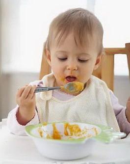 选好餐具提高宝宝用餐兴趣