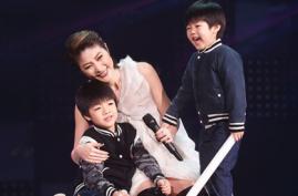 陈慧琳开唱两儿子上台