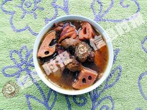 姬松茸莲藕煲鸭汤
