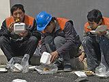 世博建设工人的一餐