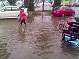暴雨中燕郊成泽国