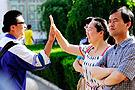宁夏:老师与学生击掌打气