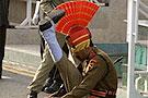 印度大兵把腿踢到头顶