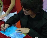 台湾作家赖有贤签售《藏獒》
