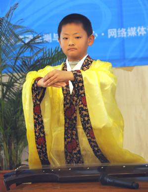 9岁的李知行小朋友是育英学校小学部4年级学生