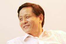 黄国荣谈作家应该表达民族的声音