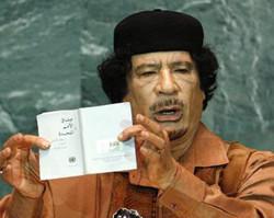 卡扎菲激情演说让会场变闹剧