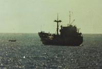 战士夺旗越军开火 中国海军:还击!打沉它!