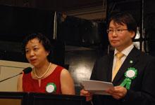 中国报道杂志社社长兼总编辑陈实(左)